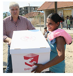 Roumen handing over a Baby Box